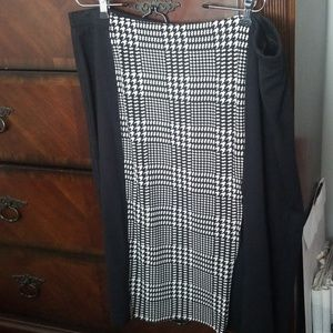 Black and white zipped pencil skirt